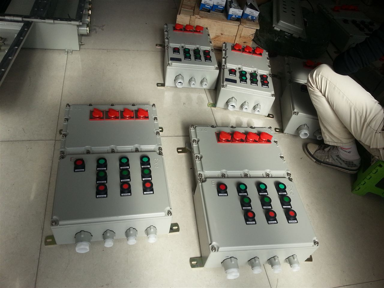 bxmd-10k/200a-定制6回路~10回路防爆配电箱:bxmd